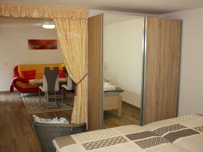02. Schlafzimmer mit Schrank