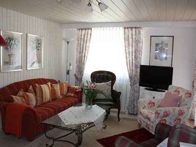 03. Wohnzimmer mit Sofa