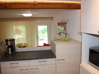 07. Küche mit Schränke und Mikro