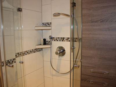 09. Dusche und Hängeschrank