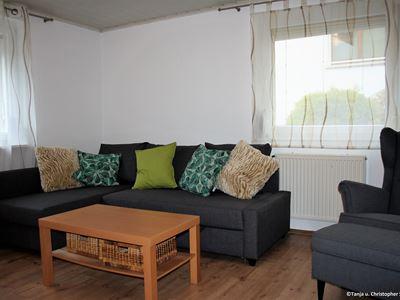 Ferienwohnung Wohnzimmer Couch + Sessel_2