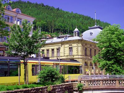 König Karl Forum + Stadtbahn 80 Meter v. Hotel